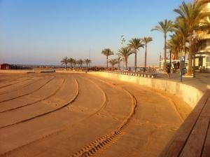 Ny städad playa klar för alla badgäster, taget 8 på morgonen och folket började komma ner paxa platser :)