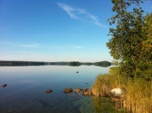 Söndagspromenad efter ottnaren, spegelblankt vatten, sol och värme...