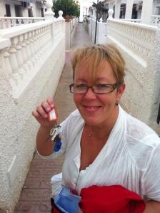Nycklarna i handen utanför lägenheten...