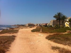 Strandpromenaden  mot mar azul o Punta prima..