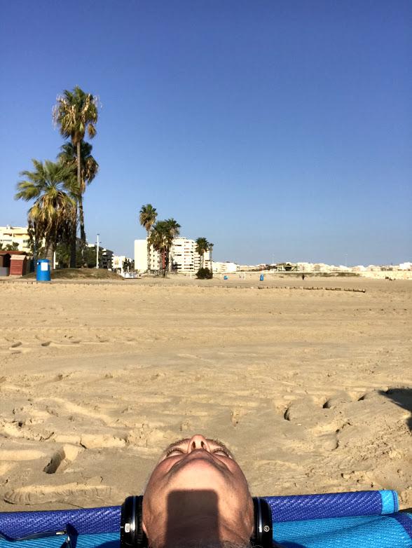 Igår hamnade vi en liten stund på Playa Los Naufragos...ingen trängsel att tala om :) men det blåste kallt från havet så vi blev inte kvar så länge...jag hann i alla fall kolla vattentempen och den var 22 grader!
